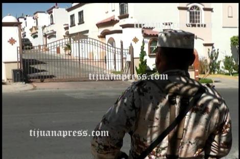 militares resguardan domicilio con droga