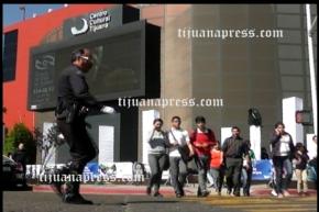 policia bailarin